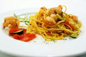 chitarrina-alla-carbonara-di-gamberi-e-verdure